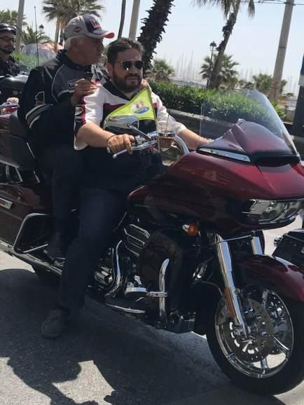 Ο Δήμαρχος κ. Χατζηδάκης εποχούμενος στη μηχανή του Γιώργου Γκουβούση, ήταν επικεφαλής της μοτοπορείας