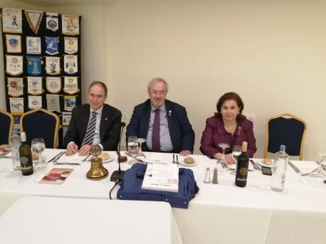 Ο Πρόεδρος Ν. Καραχάλιος με τον Διοικητή 2470 Θ. Πανάγο και τη Βοηθό Διοικητή Λ. Κωνσταντινίδου